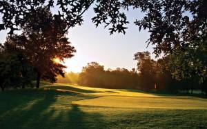Don't let the serene sunrise photogenics fool you: where exactly is the safe miss here on the 7th at the Valley Course?