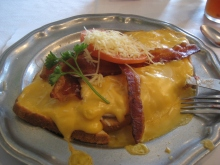 If you're taking a golf trip to Kentucky, make sure to try to find a place that serves a decent Hot Brown.
